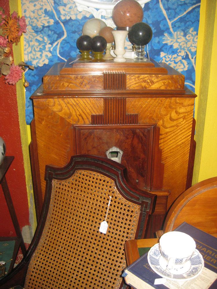 B\'eltaller almoneda y muebles antiguos